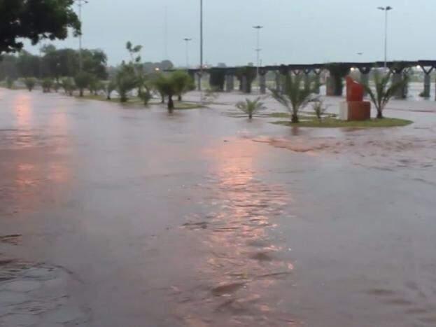 Chuva durou uma hora e causou alagamentos na cidade. (Foto: Reprodução Facebook da Prefeitura de Nova Alvorada do Sul)