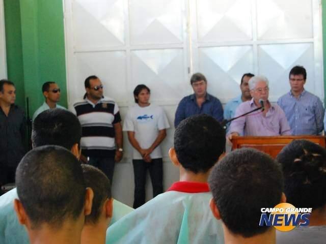Juiz falando ao microfone, em uma das inúmeras apresentações de novos projetos. (Foto: Arquivo/Campo Grande News)