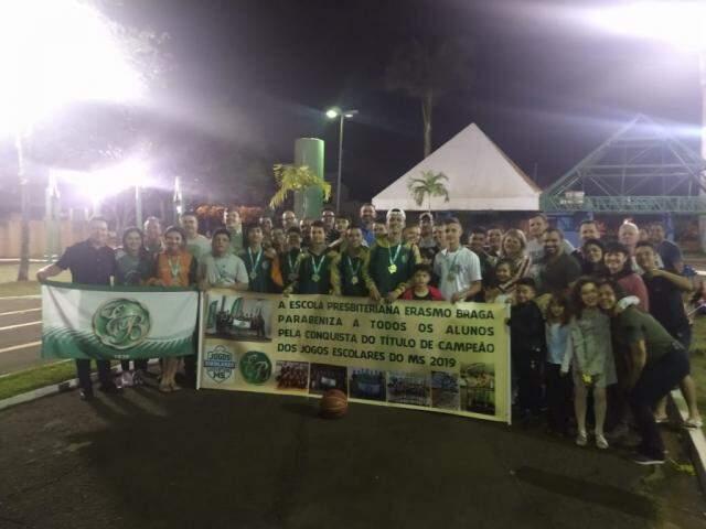 Recepção dos alunos, esta noite em Dourados. (Foto: Divulgação)