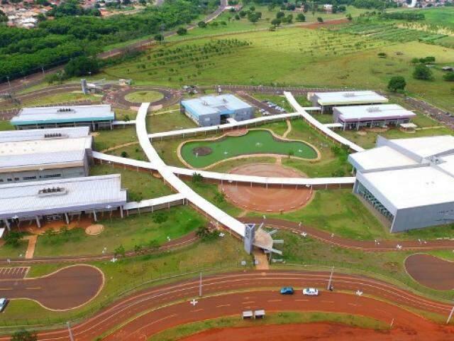 Do alto, unidade da UEMS de Campo Grande. (Foto: Reprodução)