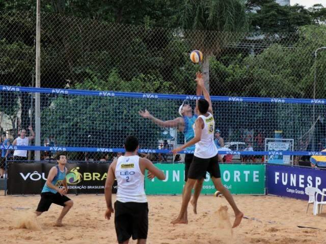 Torneio movimentou dezenas de duplas nas areias do Belmar Fidalgo (Foto: Henrique Kawaminami)