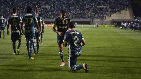 Palmeiras bate Coritiba e encosta em Grêmio e Santos na briga pelo 2º lugar