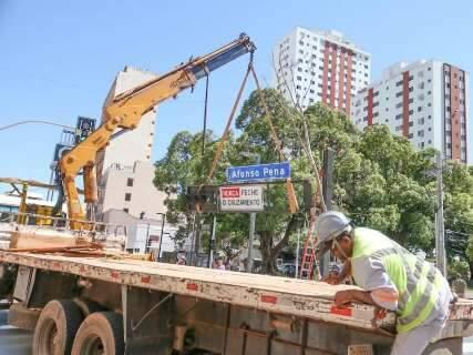 Na fase de acabamento da 14 de Julho, até semáforos são substituídos