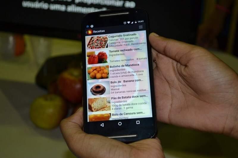 O aplicativo Natural Food, lista os nutrientes e até receitas feitas com frutas e vegetais. O aplicativo também foi eleito um dos melhores da feira.(Foto:Simão Nogueira)