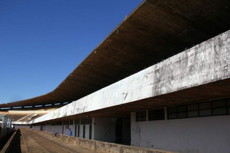 Vedação de frestas amenizou problemas no Morenão (Foto: Marcos Ermínio)