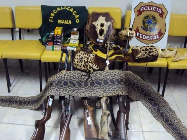Armas aprendidas em maio de 2011. (Foto: Divulgação)