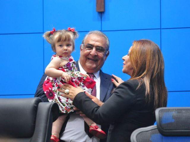 Jerson Domingos, todo alegrinho também, com a neta Rafaela.