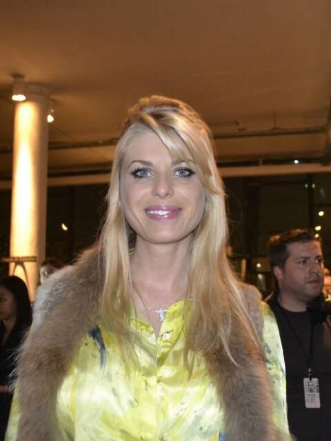 A modelo Caroline Bittencourt escolheu a peça preferida desta coleção.