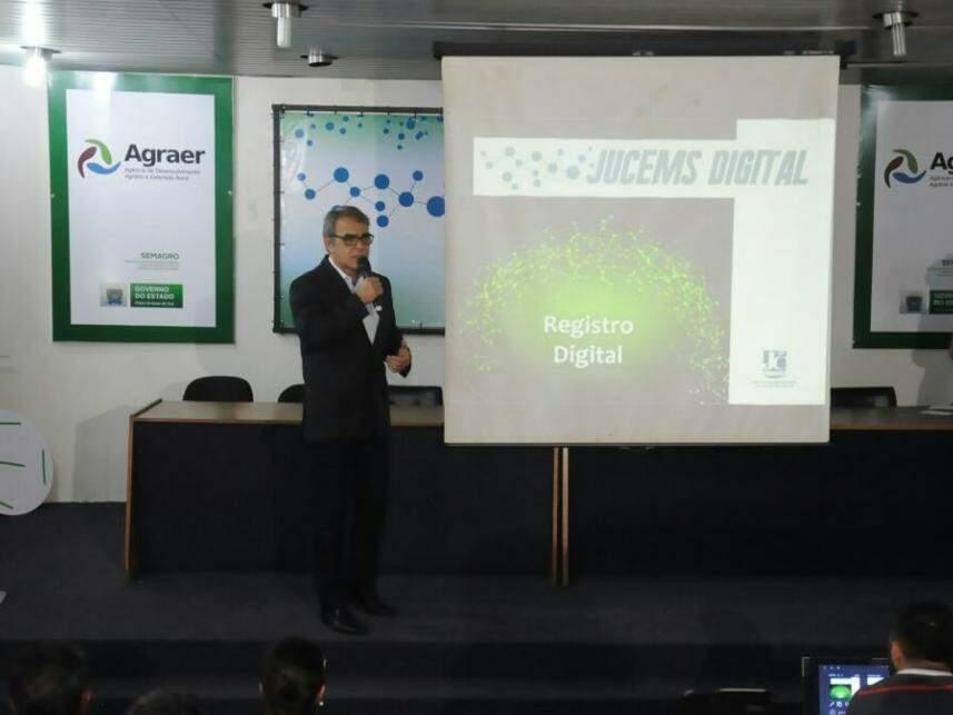 Diretor-presidente da Jucems MS detalha novo serviço digital que será oferecido em todos os 79 municípios. (Foto: Paulo Francis)