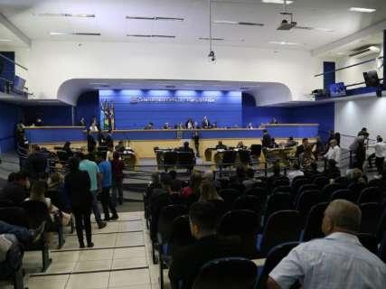 Câmara diz que cumpre acordo, mas não revela número de comissionados