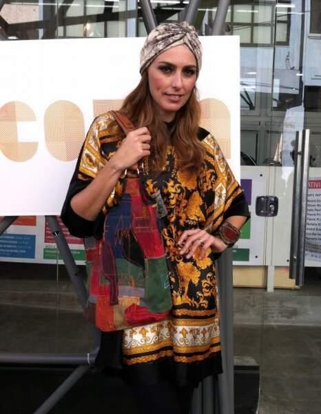 Chiara Gadaleta coma bolsa da Campo Grande a Tiracolo. (Foto: Reprodução Facebook0