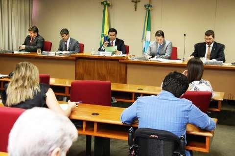 Comissão rejeita emenda que retira quatro áreas do limite de gastos