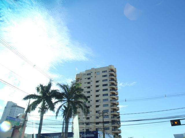 Em Campo Grande, os termômetros devem ficar entre 22ºC e 30ºC, neste sábado. (Foto: Kísie Ainoã)