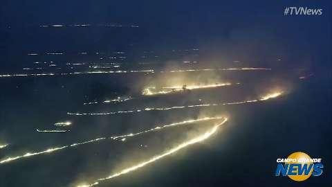 Drone sobrevoa incêndio florestal e capta imagens impressionantes