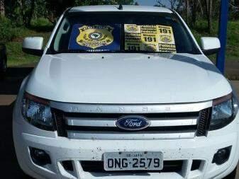 Camionete foi roubada em Jataí e dono do veículo foi deixado amarrado. (Foto: PRF/ Divulgação)