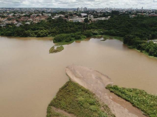 Assoreamento avança no Lago do Amor, com morte anunciada para 2036. (Foto: Gabriel Rodrigues)
