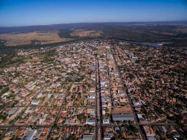 Vista aérea de Coxim; administração foi condenada por contrato de R$ 528 mil para fornecimento de merenda e prefeito afirma que prestação de serviço foi regular. (Foto: PMC/Divulgação)