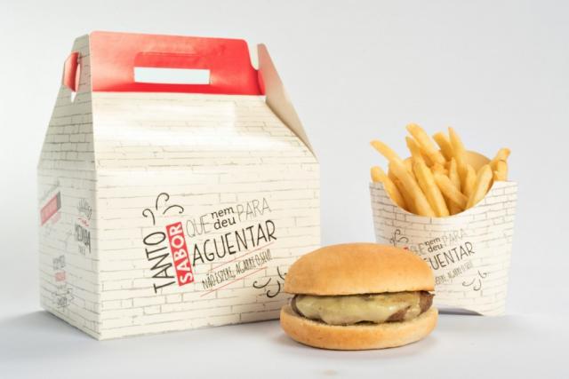 Os combos - que incluem o lanche, a batata frita e o refrigerante - também estão com o superdesconto.