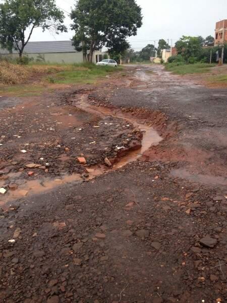 Chuva só aumenta as erosões (Foto Direto das Ruas)