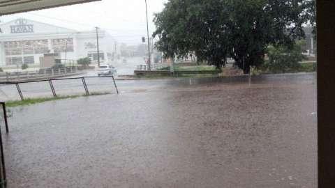 Em menos de 20 minutos, chuva causa alagamentos em diversos pontos da Capital