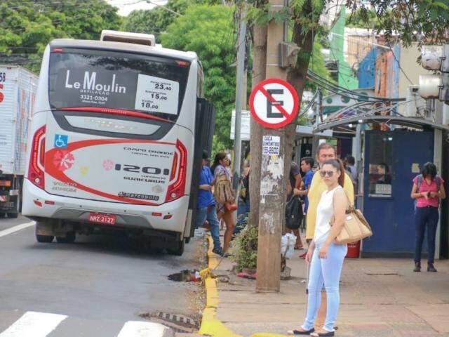 Faixa exclusiva para ônibus na Rui Barbosa terá pavimento reforçado (Foto: Marcos Maluf)