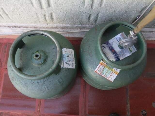 Botijões de gás de 13 quilos, os mais usados nas residências (Foto: Saul Schramm)