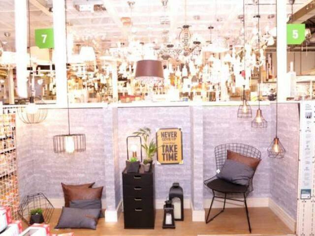 Rede é a maior em estoque e variedade, com produtos também de iluminação e decoração. (Foto: Marina Pacheco)