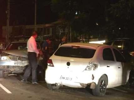 Bêbado causa acidente com cinco carros na Afonso Pena e vai preso