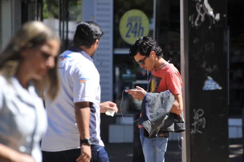 Alternativas mais seguras seriam outros aplicativos para troca de mensagens. (Foto: Alcides Neto)