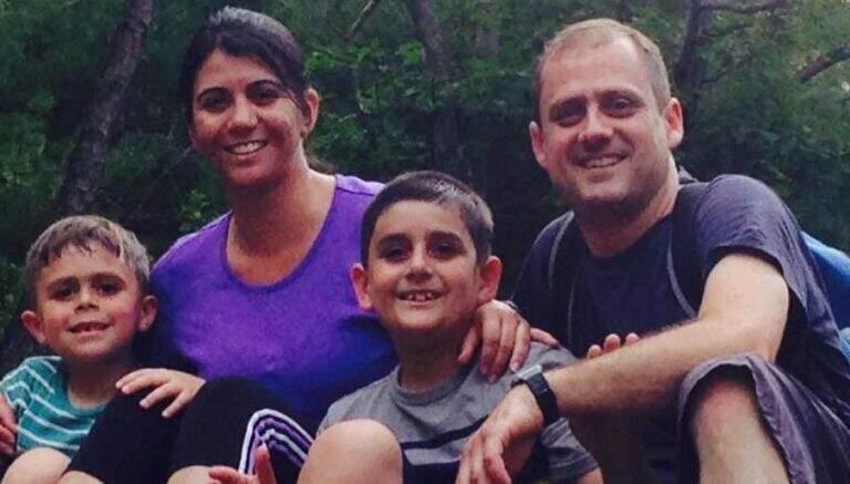 Filipe, Evelyn (mãe), Henrique (irmão) e Guilherme (pai) em 2012.