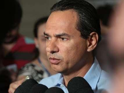 """Marquinhos reclama de burocracia e ofícios """"picados"""" do MPE"""