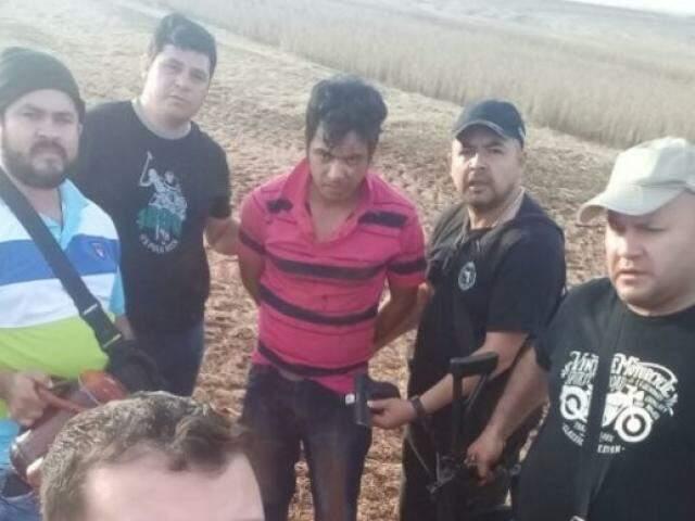 O suspeito foi preso enquanto seguia de moto para uma colônia na zona rural de Amambay, no Paraguai. (Foto: Divulgação)