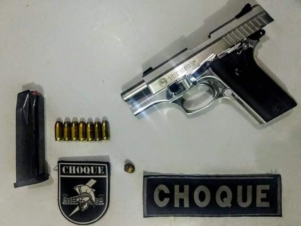 Arma encontrada na casa do sargento (Foto: divulgação/Batalhão de Choque)