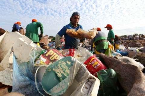 MPE diz que prefeito pode responder criminalmente por não fechar lixão