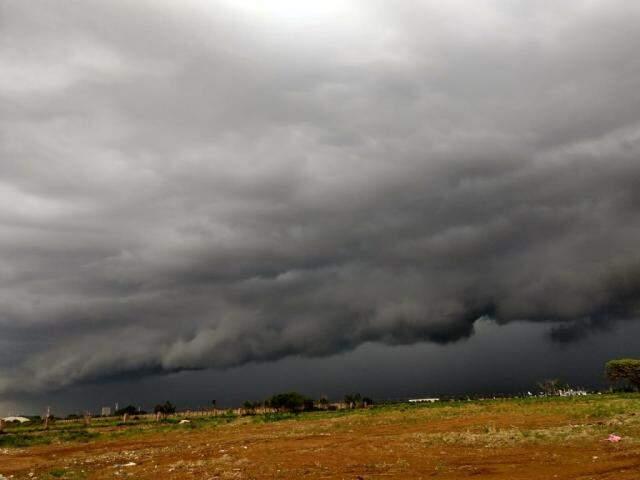 Chuva na região do Aeroporto de Campo Grande. (Foto: Direto das Ruas)