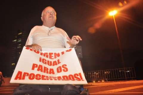 Famílias comparecem em peso a protesto, dos 5 a 80 anos de idade