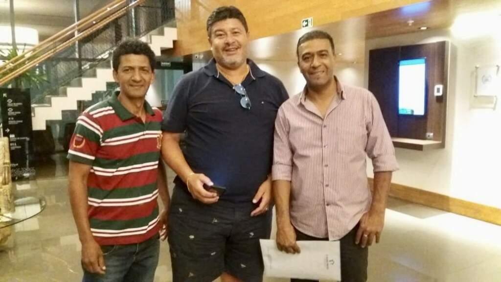 Luiz Andrade (ao centro) com os irmãos Liminha e Lima em encontro do mês de agosto deste ano em Campo Grande (Foto: Arquivo pessoal)