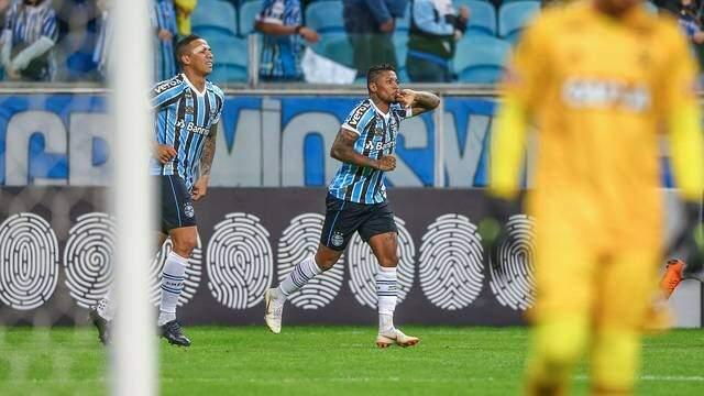 Marinho e Jael contra o Flamengo (Foto: Lucas Uebel/ Grêmio, DVG)
