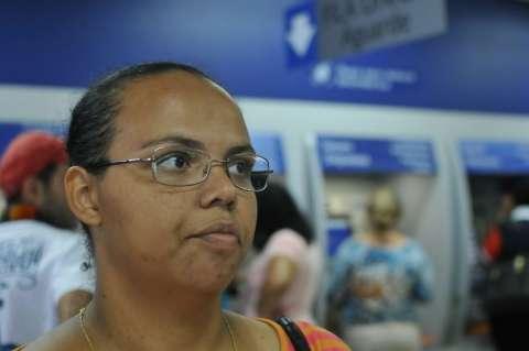 Apesar de filas e aperto, trabalhadores saem de bancos sem sacar FGTS