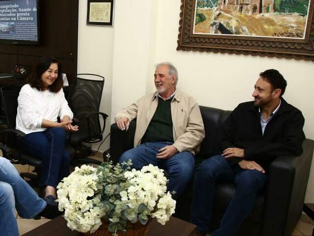Délia Razuk com diretores da Coamo, hoje em Dourados (Foto: A. Frota/Divulgação)