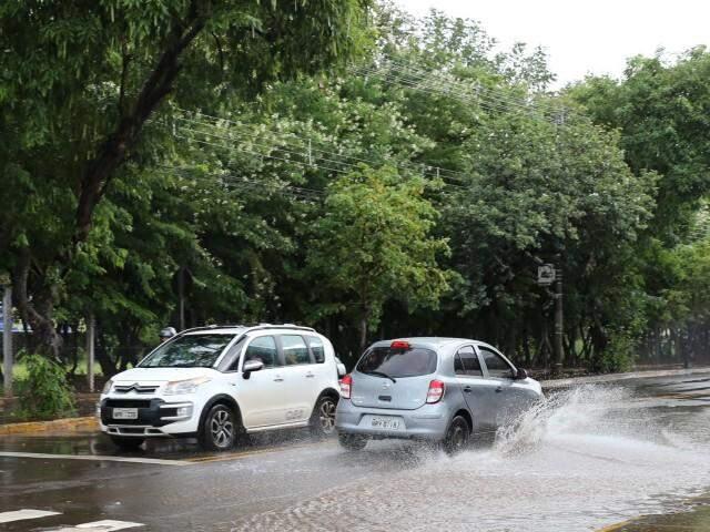 Rua Joaquim Murtinho na tarde de hoje, logo após pancada de chuva.