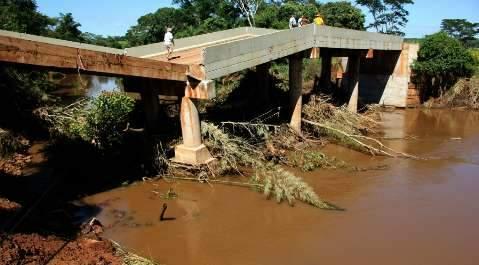 Azambuja pede pressa na recuperação de ponte destruída pela chuva