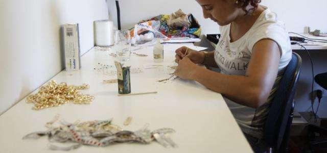 Designer leva bijuterias produzidas aqui para EUA, Espanha, Itália e Dubai