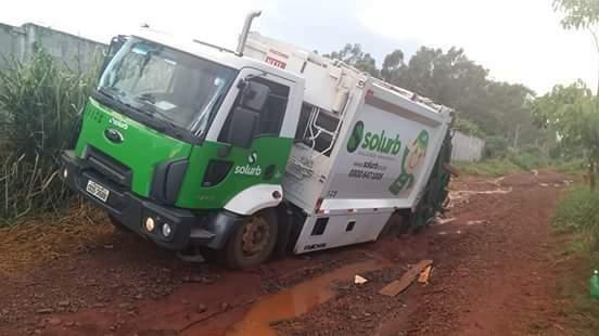 Atolamentos de caminhões da coleta de lixo representou R$ 22 mil de prejuízos a empresa CG Solurb neste ano (Foto: Direto das ruas)