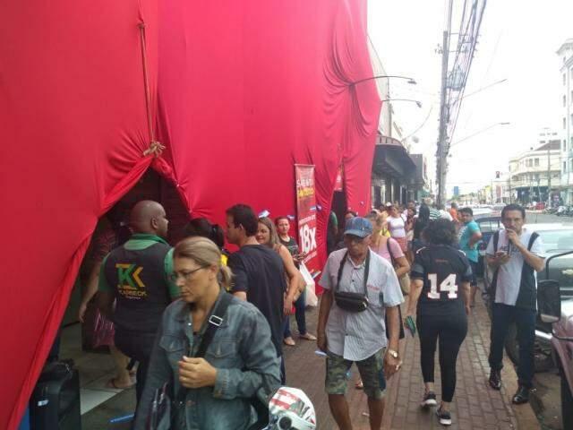 Movimento na região central de Campo Grande (Foto: Mirian Machado)
