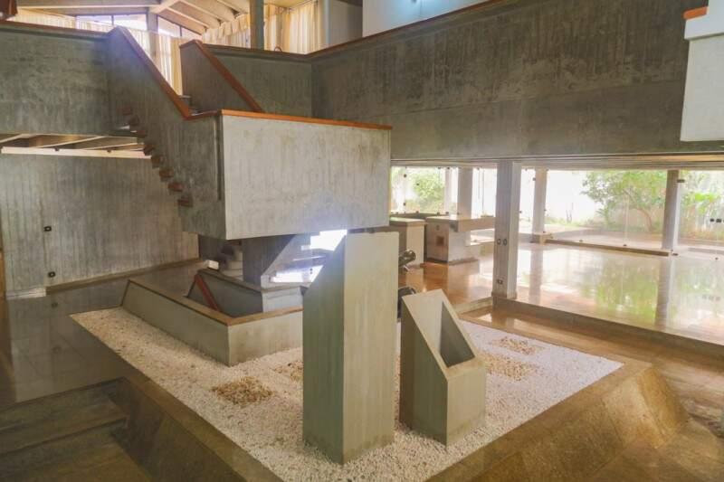 Construída 30 anos atrás, casa tem concreto por todos os lados. (Foto: Fernando Antunes)