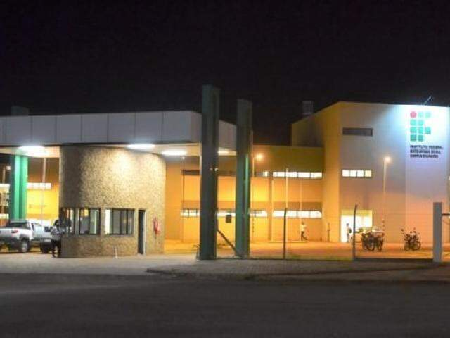 Fachada do instituo em Dourados, onde também há vagas. (Foto: Reprodução/IFMS)