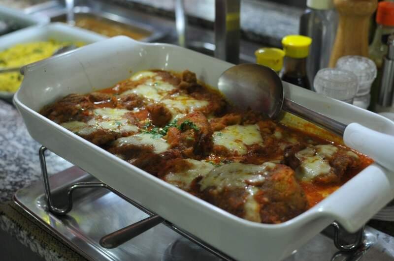 Pratos são feitos com cuidado e tem sabor de comida caseira (Foto: Alcides Neto)