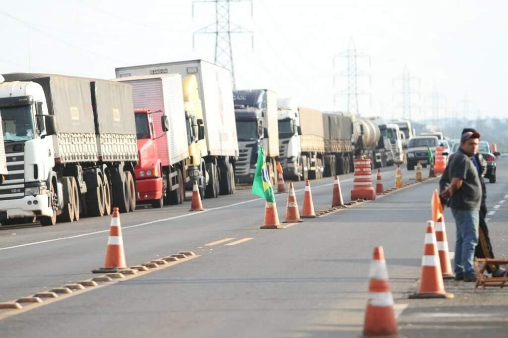 Greve dos caminhoneiros começou na segunda-feira. (Foto: Saul Schramm)