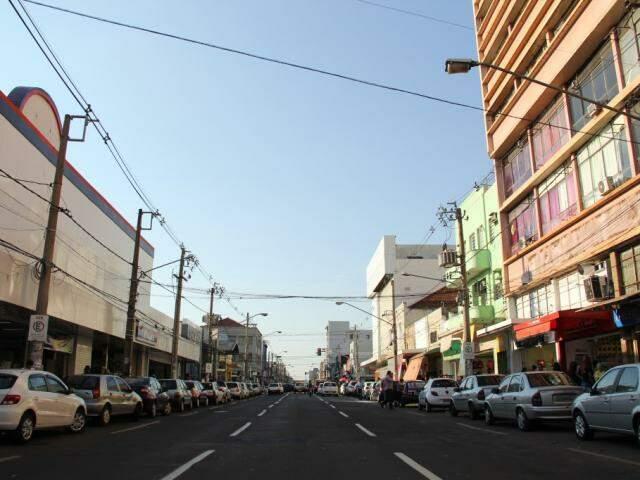 Rua 14 de Julho, no Centro de Campo Grande; número de empresas abertas foi baixo em abril (Foto: Arquivo)